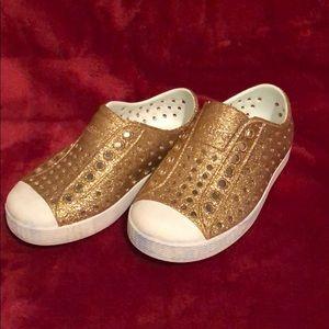 Sz 8C girls Native slip on shoes. Gold Glitter